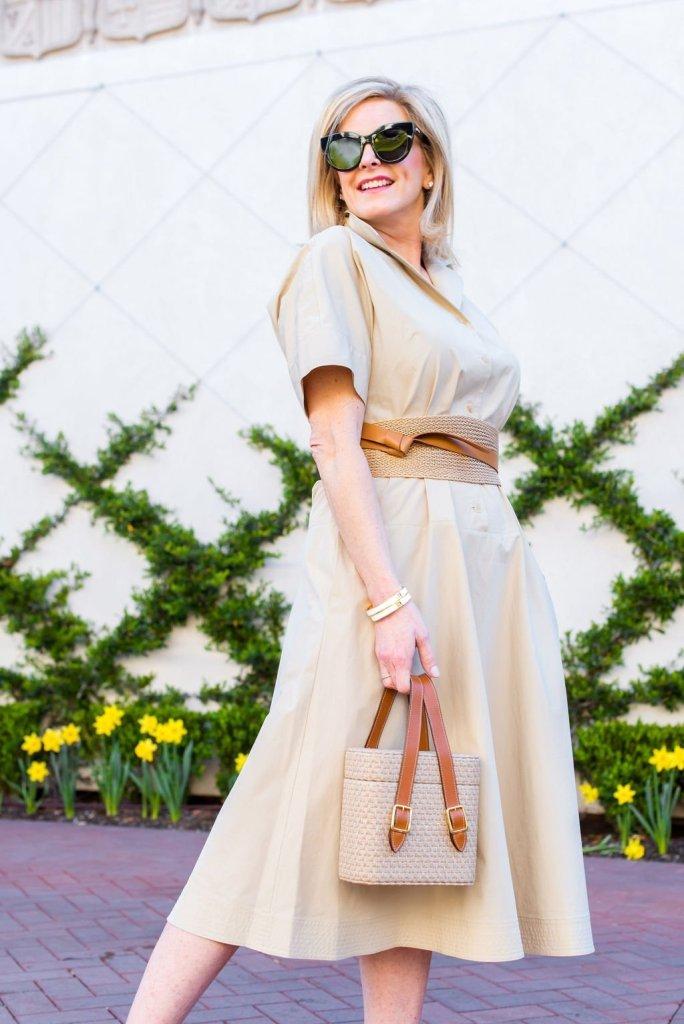 Lafayette 148 Varuni Short-sleeved shirt dress with belt and Offcina del Poggio Picnic Safari Jute bag