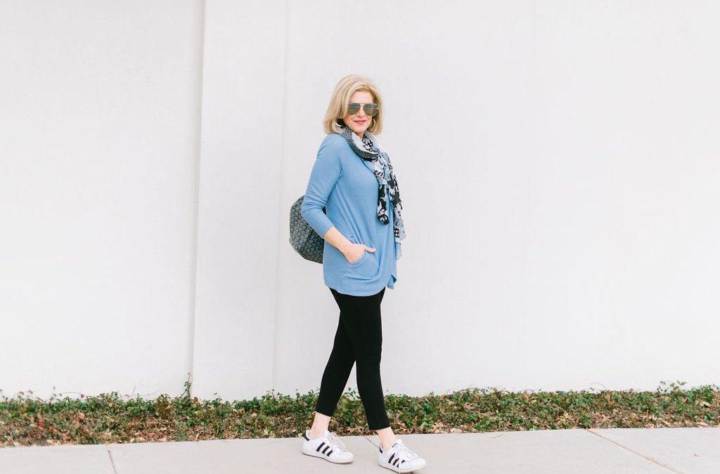 Weekend casual style in hydrangea blue