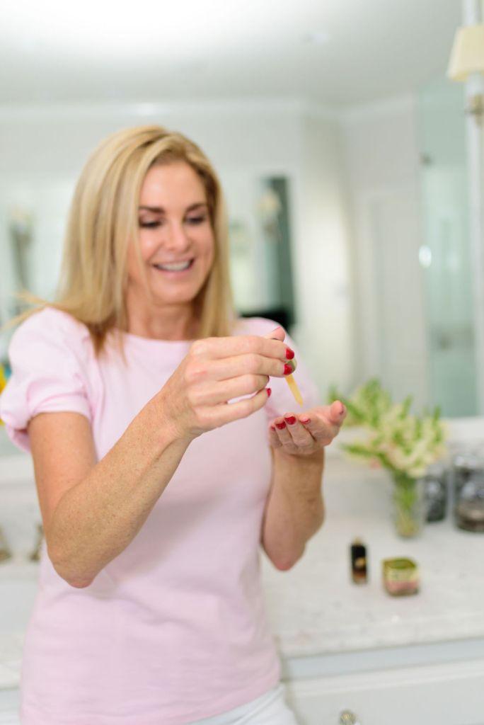 Tanya Foster using L'oreal midnight serum