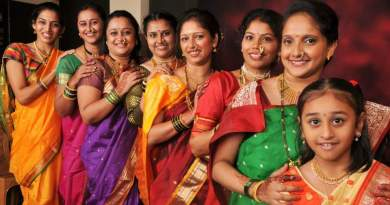 Gorgeous Indian women in nauvari saris