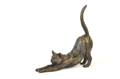 Stretching Cat sculpture, quarter left view