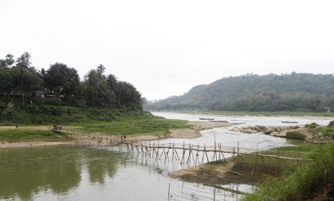 river-bamboo-bridge-crop