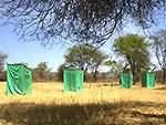 Douches et toilettes en brousse en Tanzanie
