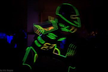 LUXOID - Sci-Fi-LIchtkostüm, hier bei der LED- und Schwarzlichtshow KONTRAST