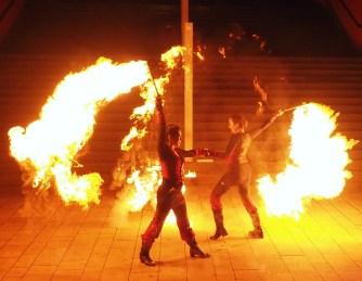 Dance in Flames Feuershow-Duo - Großer Flammenschweif