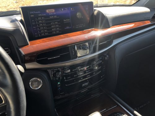 2017 Lexus LX570 screen