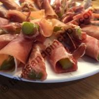 Rolls of Spanish Ham with Asparagus (Rollitos de Jamon con Asparragos)