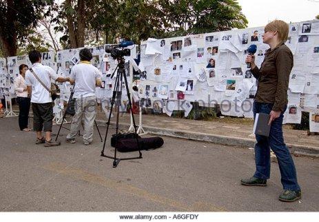 thailand-khao-lak-victims-of-the-december-26-2004-tsunami-video-journalist-a6gfdy