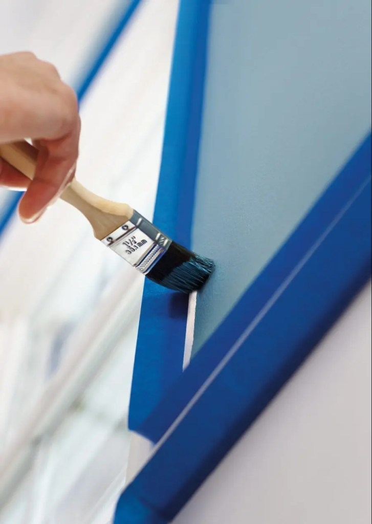 how_to_apply_painters_tape_to_corners