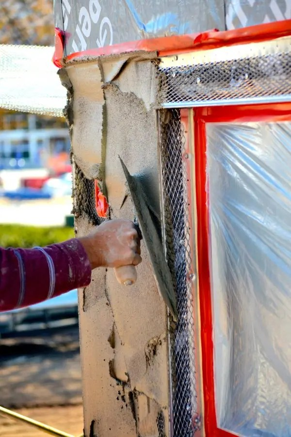 why is stucco popular in certain climates
