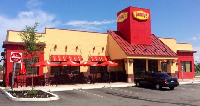 Sarah Saba's Mom Chokes At Denny's, Manager Leaves Rude Note