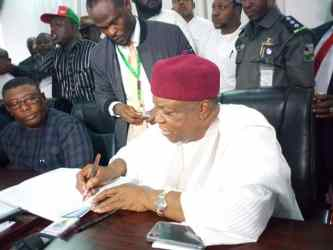 Gov. Ishaku acknowledging the submission of  his nomination form by appending his signature in the register of the party.