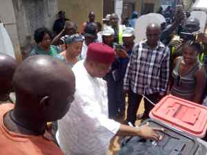Governor Ishaku Casting His Vote ❎