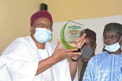 Gov. Ishaku received an Award of Excellence from Mambilla Beverages Nigeria Limited.
