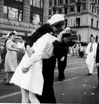 The photograph by Victor Jorgensen of the same scene as Eisenstaedt's V–J day in Times Square