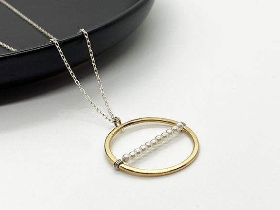 Gold circle pearl pendant necklace