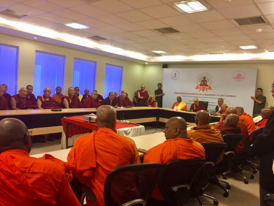 HHDL in discussion with Theravadan sangha
