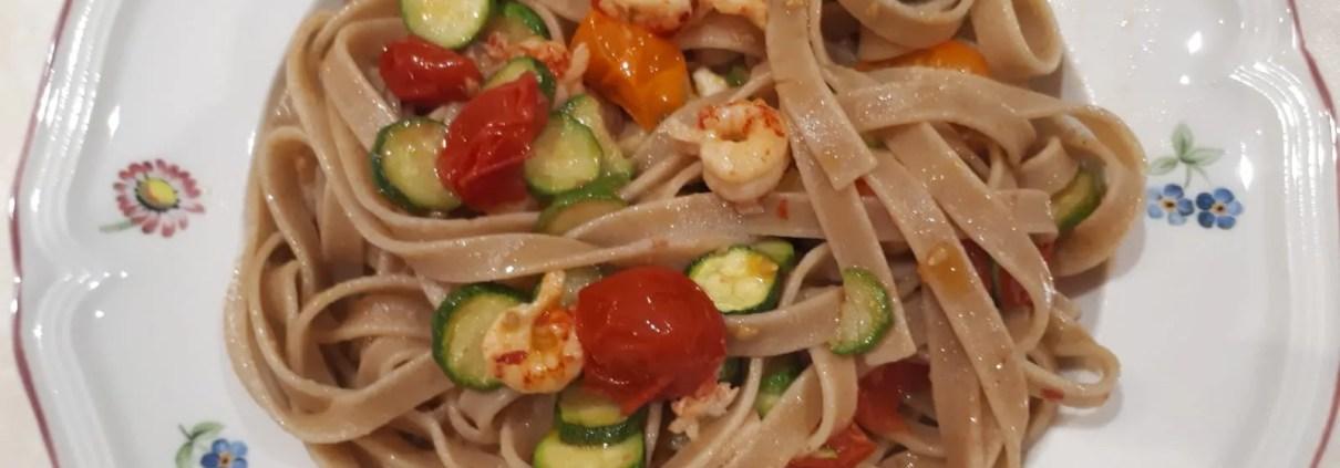Fettuccine integrali con scampetti zucchine e pomodorini gialli e rossi di Sonia