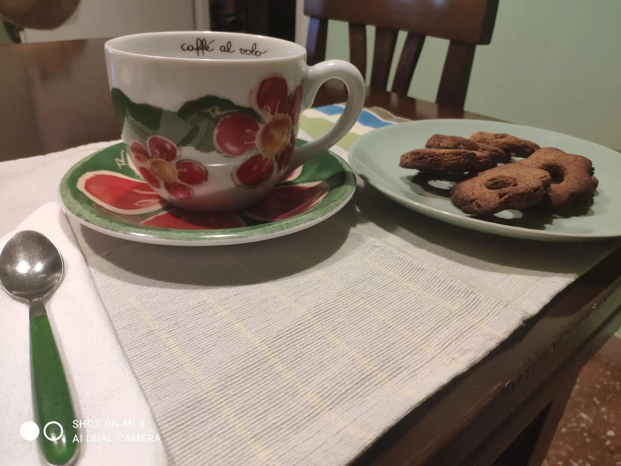 Biscotti margherita al grano saraceno con gocce di cioccolato senza glutine e lattosio