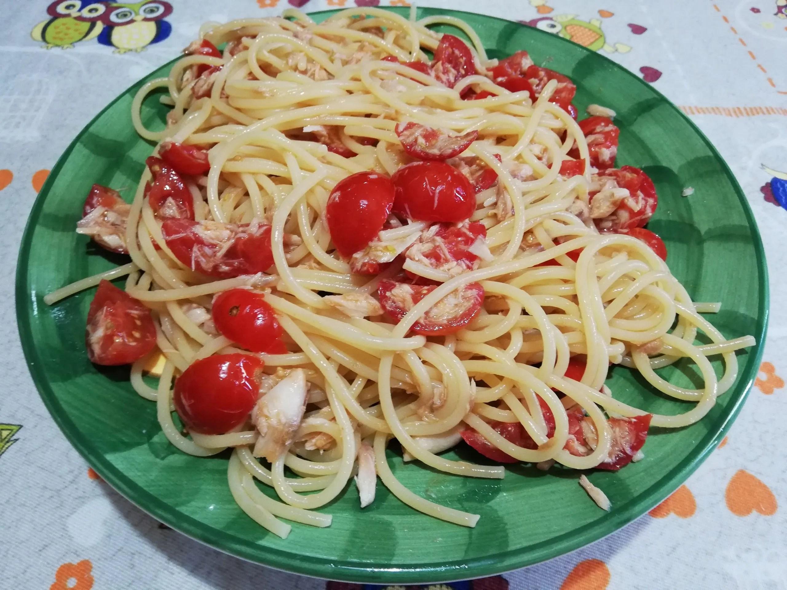 Spaghetti allo sgombro e pomodorini
