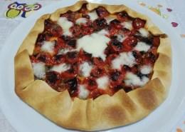 Torta rustica con pomodorini, alici e mozzarella