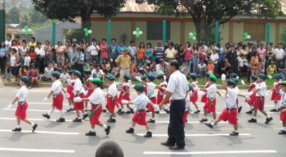photos-peru-tarapoto-kids-parade-2010