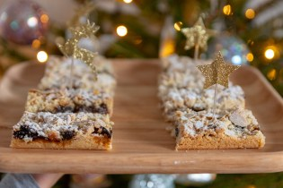 Christmas Mincemeat Crumble Bars