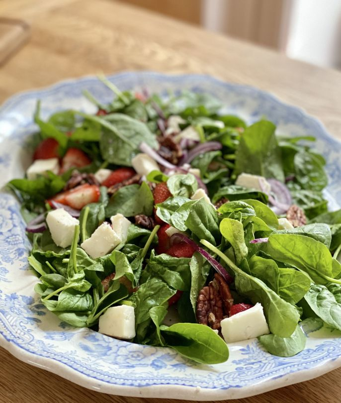 Strawberry, Goats Cheese & Pecan Salad With Balsamic Dressing