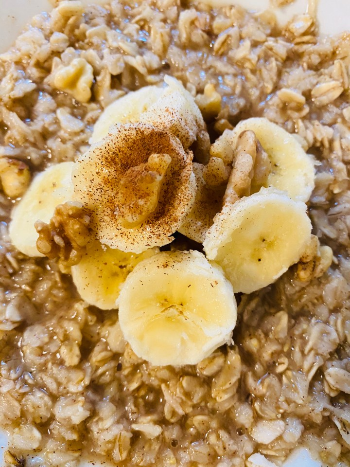 Banana Walnut Oatmeal 🌾