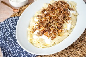 Yarpag Khengeli (Azerbaijani Pasta with Meat and Yogurt) in a large white serving platter.