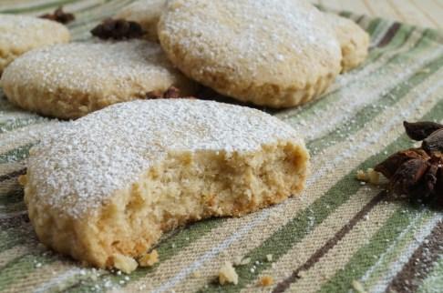 Polvorones de Aceite (Spanish Olive Oil Almond Cookies)