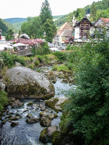 River with rocks leading to the town of Triberg