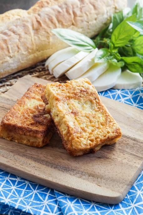 Mozzarella in Carrozza (Neapolitan Fried Mozzarella Sandwiches) (5 of 7)