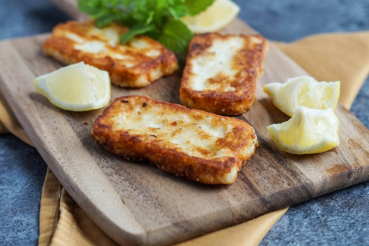 halloumi-meshwi-palestinian-pan-grilled-halloumi-with-lemon-2-of-3