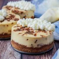 Cinnamon Roll Cheesecake #BakingBloggers