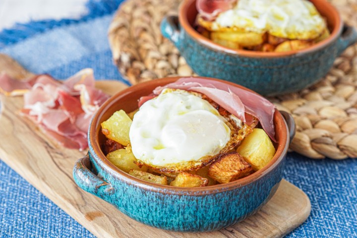 Ous Estrellats (Fried Eggs and Potatoes) in a bowl