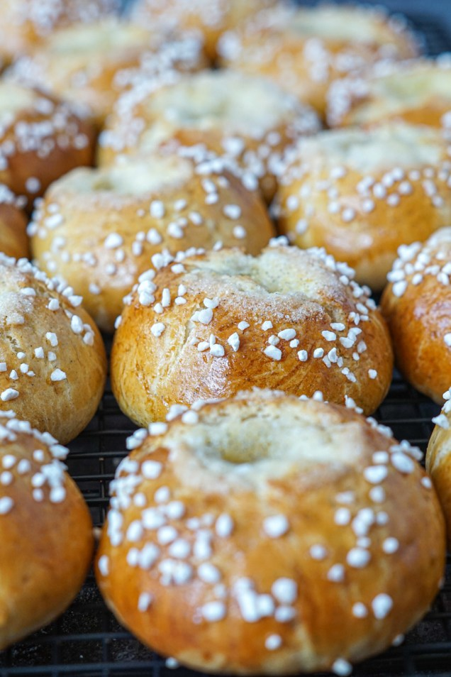 Voisilmäpulla (Finnish Butter Eye Buns) on a wire rack and topped with pearl sugar.