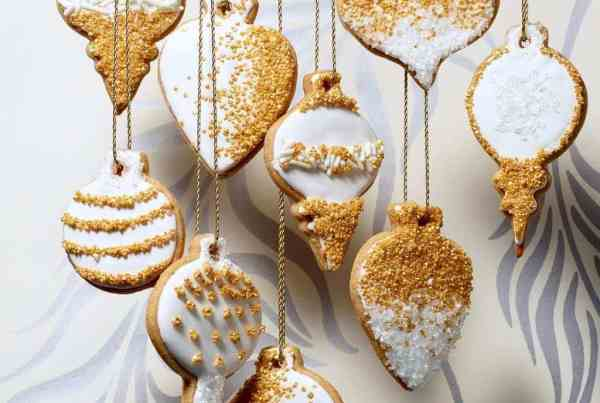 hanging honey and spice cookies on gold thread
