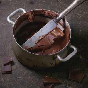 Aluminium pan with chocolate cream