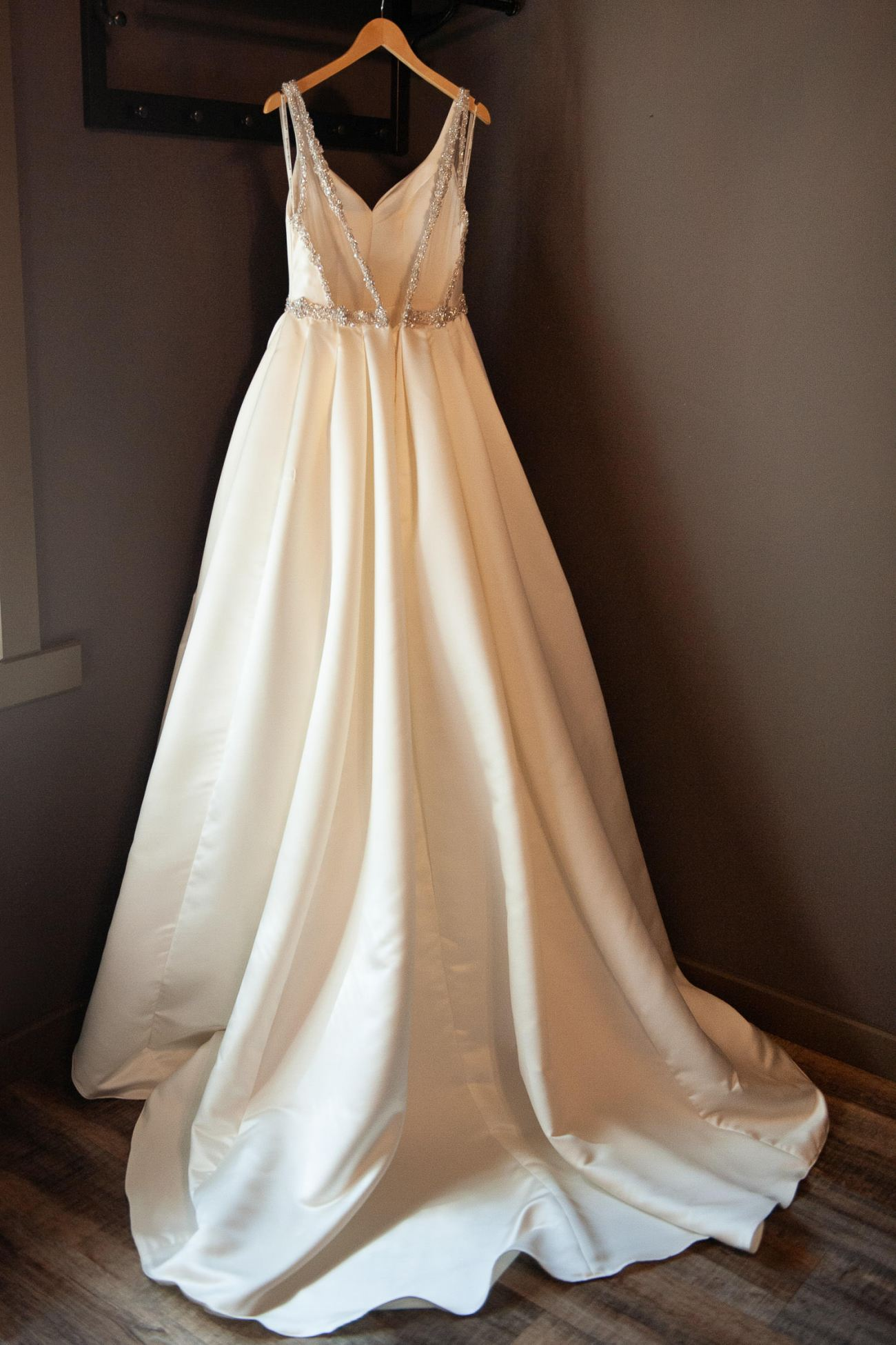Bride's gown before her Creekside Villa wedding captured by Tara Whittaker Photography