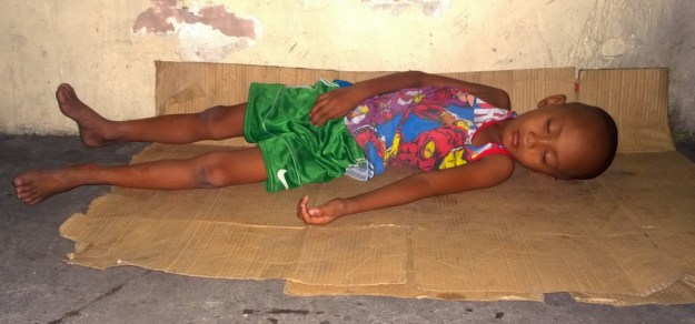 Straßenkind in Manila - die Geschichten dazu gibt es im Reise-Blog