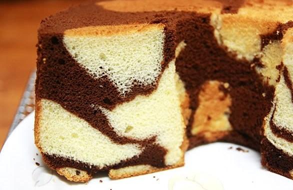 بالفيديو : طريقة الكيكة الاسفنجية الرخامية