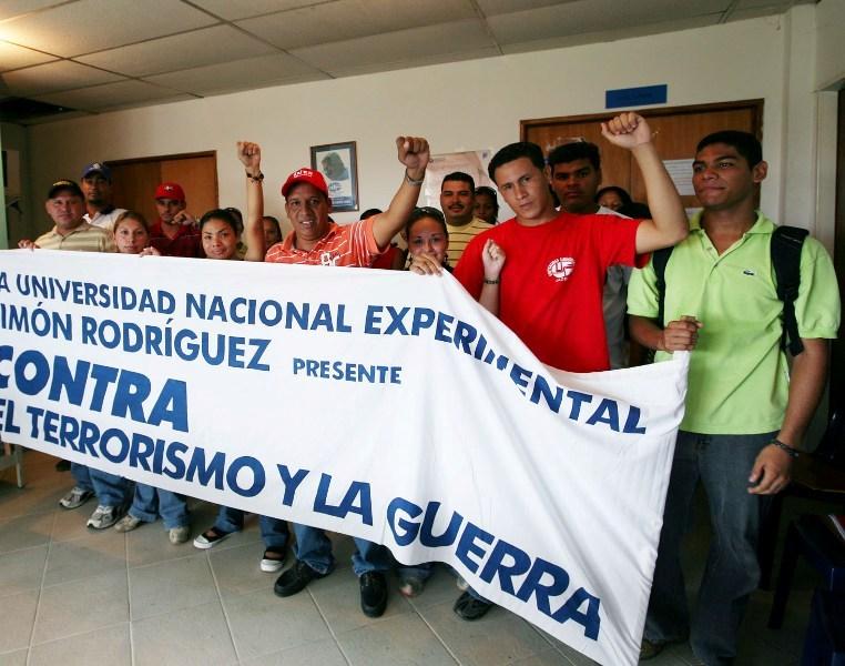 https://i1.wp.com/tarek.psuv.org.ve/wp-content/uploads/2008/09/estudiantes-del-universidad-simon-rodriguez.jpg