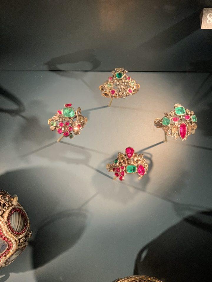 Louvre Exhibit Jewelry