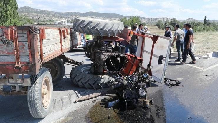 Burdur'daki Trafik Kazasında Traktör 3'e Bölündü