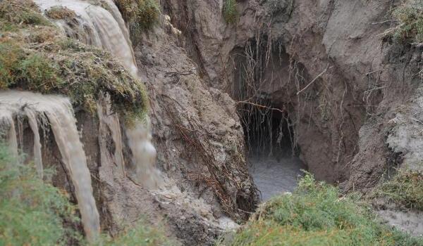 Konya'da Obruklardan Sonra Bir de Dev Yarıklar Oluştu