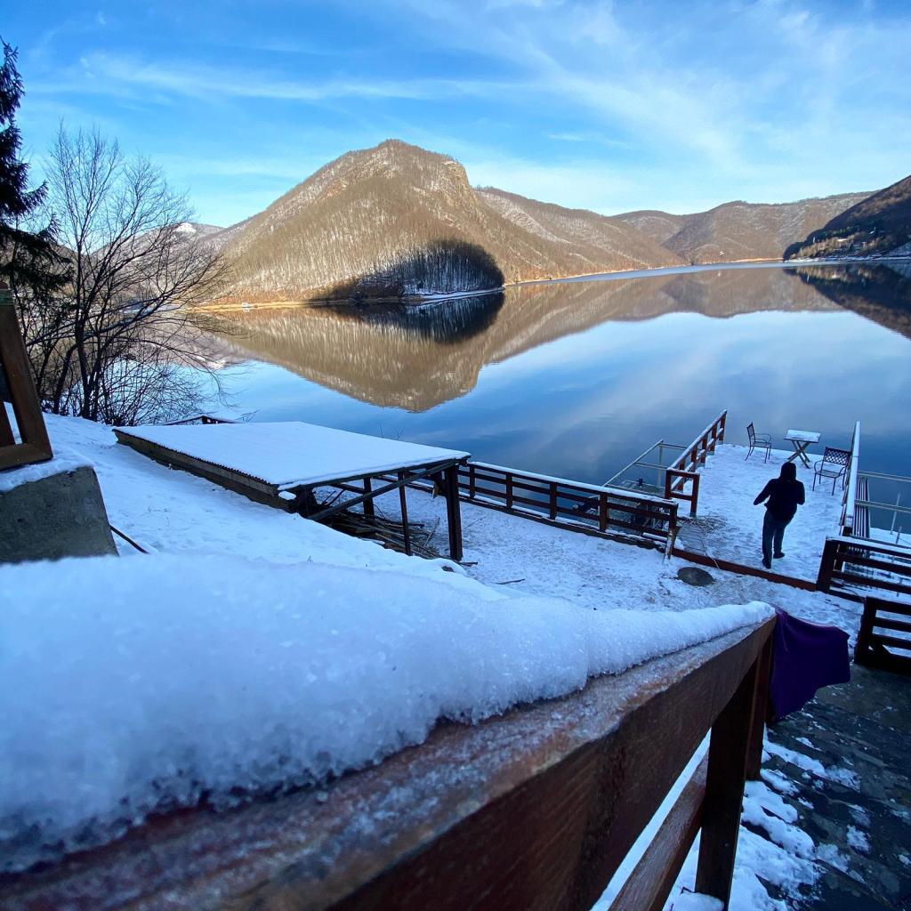 Lake House 64