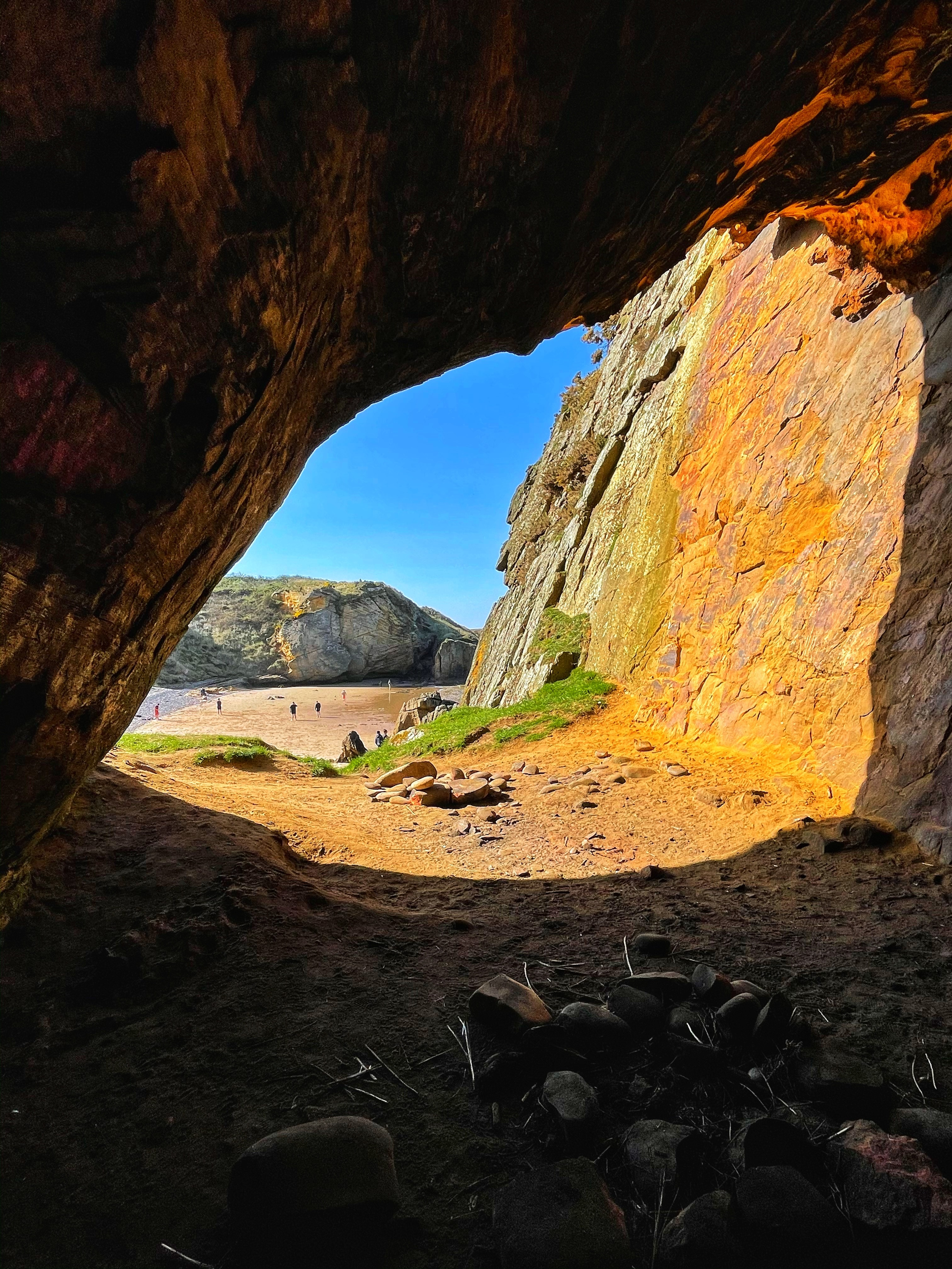 Cave at Clashach Cove