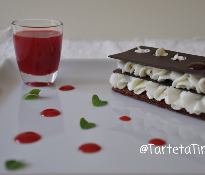 Millefoglie di cioccolato e ricotta con salsa di fichidindia