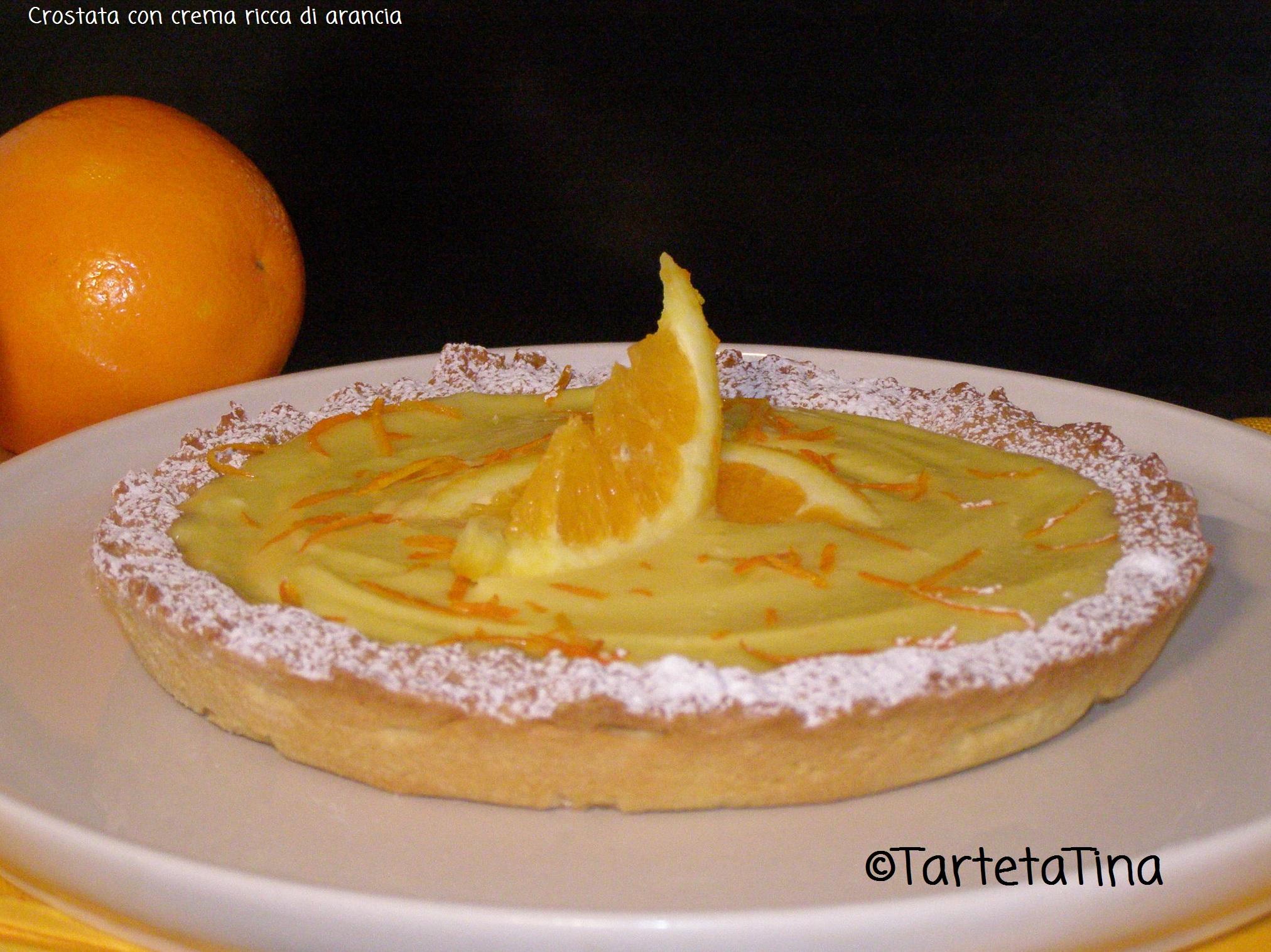 Crostata con crema ricca di arancia